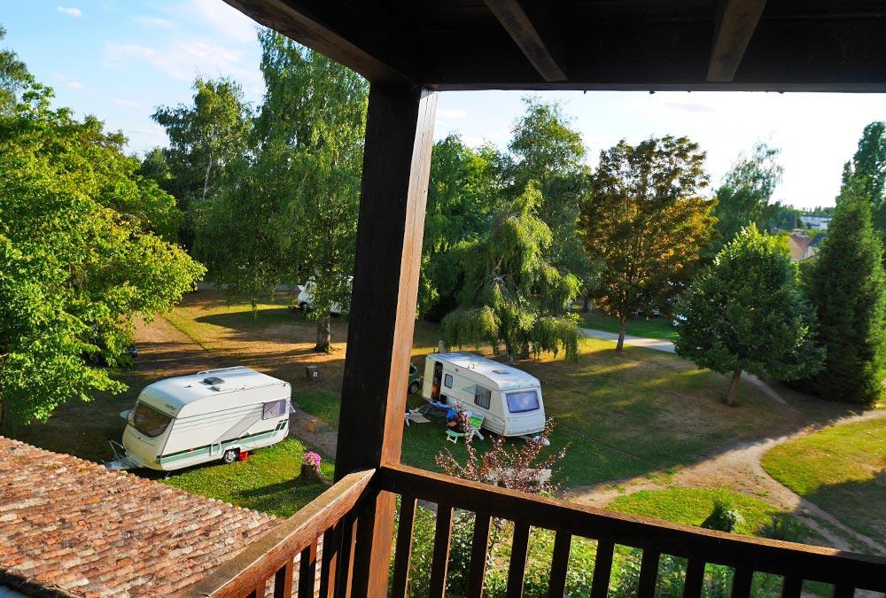 Terrasse avec vue sur le Camping